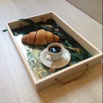 Поднос деревянный для подачи еды с заливкой Resin Art (эпоксидная смола)