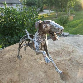 Скульптура из металла собака
