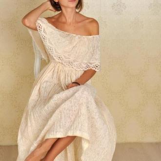 Батистовое платье для девушки с кружевами