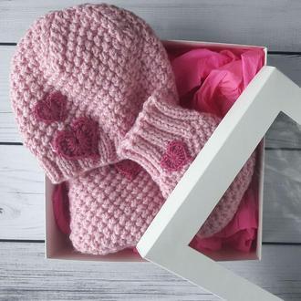 Любимой девочке - шапочка и пинетки в подарочной коробке