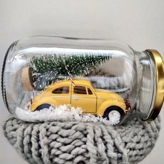 Снежный шар с ретро автомобилем внутри
