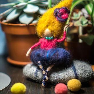 Кукла из шерсти. Цирковая балерина. Декоративная валяная фигура