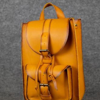 Модель Средний рюкзак, кожа Краст цвет янтарь