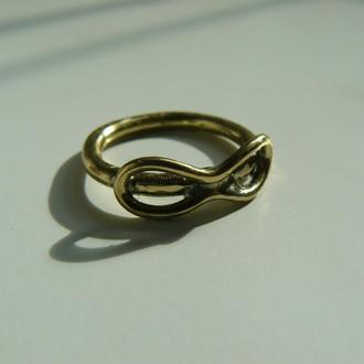 Кольцо с символом бесконечности