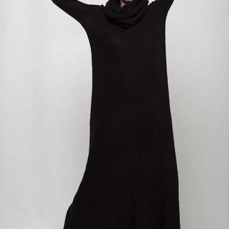 Черное вязаное мохеровое макси платье с хомутом-капюшоном