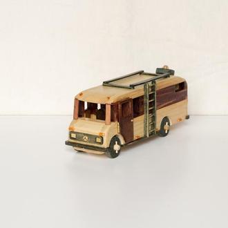 Машинка из дерева / Дом на колёсах / Мерседес