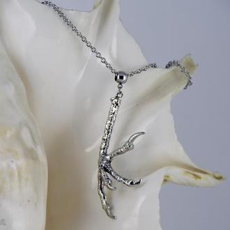 Ворон - готичный кулон на стальной нержавеющей цепочке с серебристой лапой