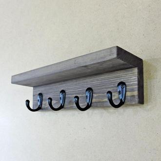 В доме должен быть мир и порядок, около дверей висеть ключница настенная, а гостей встречать уютные