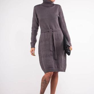Серое вязаное платье свитер с поясом