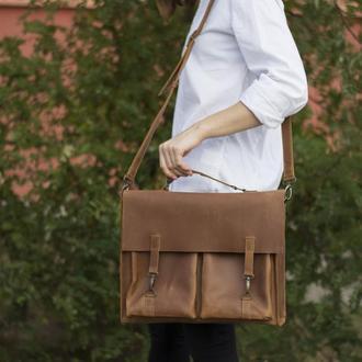 Кожаный портфель на крючках