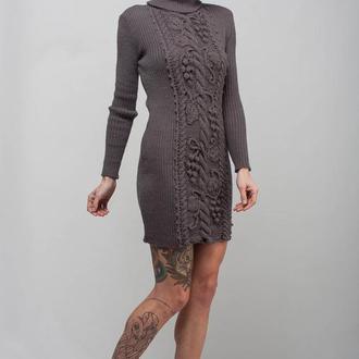 Серое вязаное мини платье -свитер с цветочным декором
