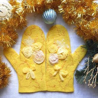 Варежки валяные желтые Букет мимозы