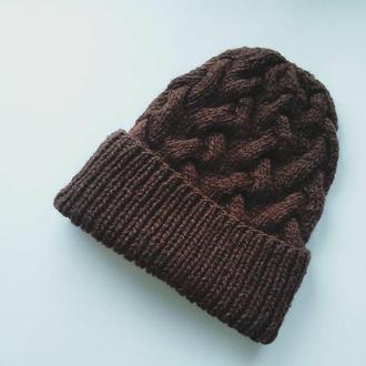 Шоколадная вязаная шапка