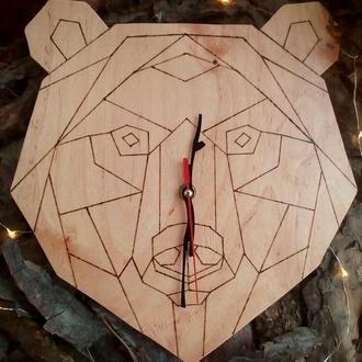 Полигональные часы Медведь
