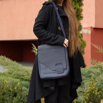 Кожаная сумка-мессенджер на скрытом магните синяя