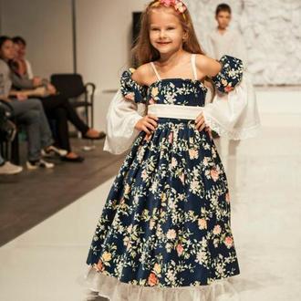 Платье из дорогого натурального бархата и батиста с кружевами