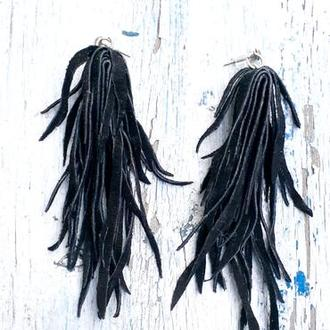 Черные серьги кисточки из натуральной замши.