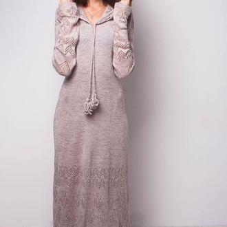 Бежевое трикотажное макси платье с капюшоном