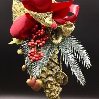 Рождественская  я композиция из шишек Золото.