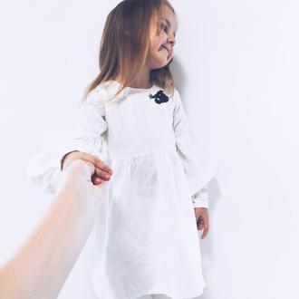 Белое льняное платье с любой вышивкой-аппликацией