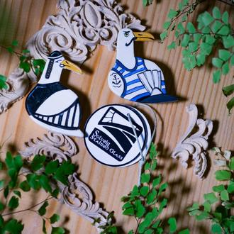 Брошь ЧАЙКА из новой коллекции украшений от витражной мастерской Solveig.