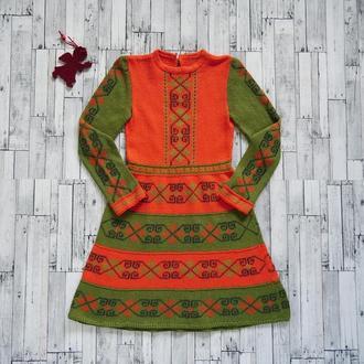 Яркое вязанное и вышитое платье для девочки (7-9 лет), ручная работа, единственный экземпляр
