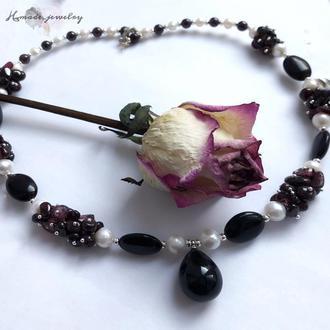 Гранатовое ожерелье с бусинами из натурального жемчуга