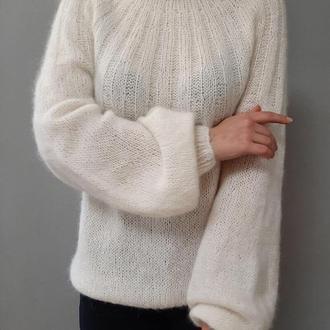 Мохеровый свитер ручной вязки
