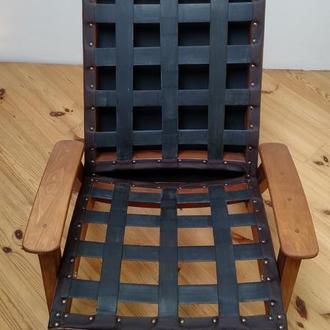 Стильное деревянное кресло