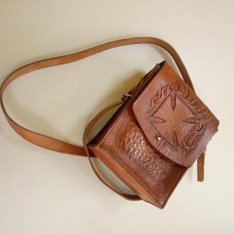 Плечевая сумка планшет с тиснением