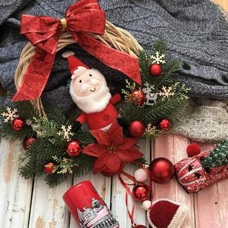Веночек дед мороз в красном цвете