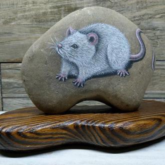 Объемный рисунок на камне