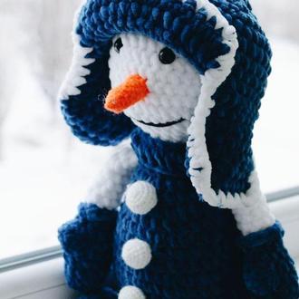 Новогодний вязанный снеговик