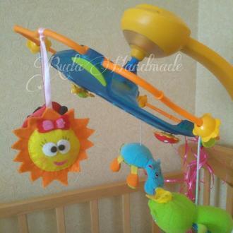 Солнышко подвеска из фетра. Дополнительные игрушки на мобиль.
