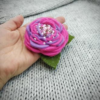 Фетровая брошь цветок
