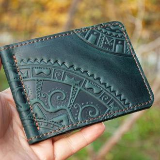 Зажим для денег кожаный темно-зеленый с орнаментом тиснение