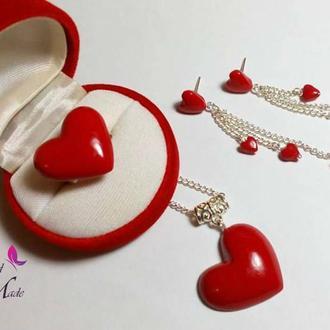 Комплект украшений с сердцами. Серьги с серцами. Кулон с сердцем. Кольцо с сердцем.