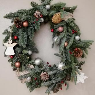 Новогодний венок из живой хвои абиес нобилис