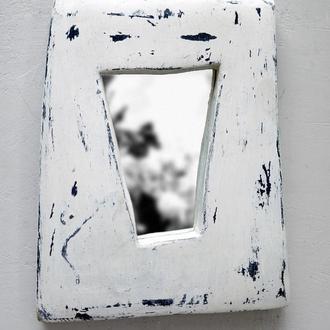 белое зеркало пошарпанное