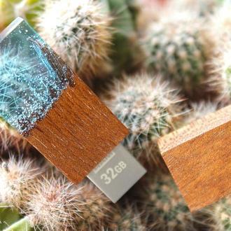 """USB-флэш-накопитель """"Горный торнадо"""", из африканской породы древесины Сапеле и эпоксидной смолы"""