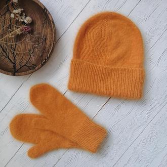 Ангоровый комплект из шапки и варежек