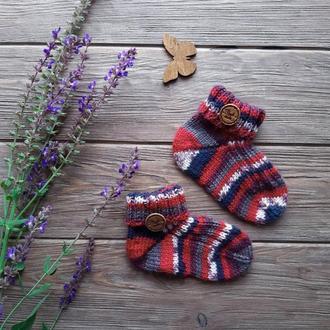 Вязаные детские носочки.