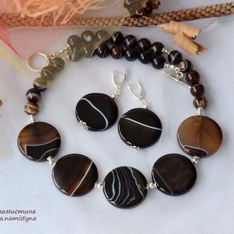 Ожерелье и серьги из крупных бусин агата