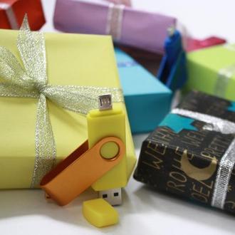 Флешка 2в1 в подарочной упаковке 32/64 гб