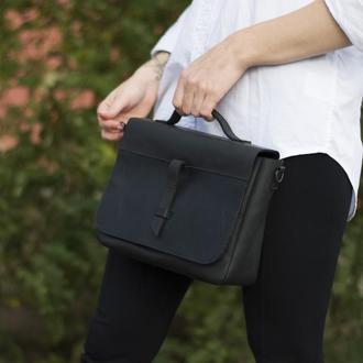 Кожаная черная сумка на скрытом клапане
