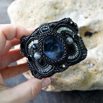 Широкий черный браслет, Вышитый бисером браслет с натуральным камнем, Массивный браслет