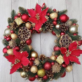 Новорічний різдвяний вінок на двері в золотисто-червоному кольорі. 39 см.