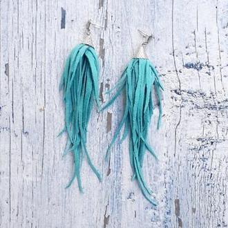 Замшевые длинные серьги кисти яркого бирюзового цвета