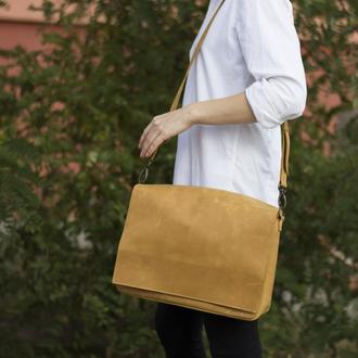 Кожаная сумка на плечевом ремне