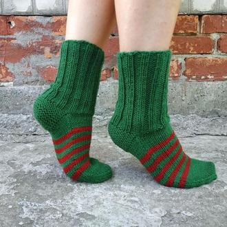 Зеленые с красным полосатые новогодние носки